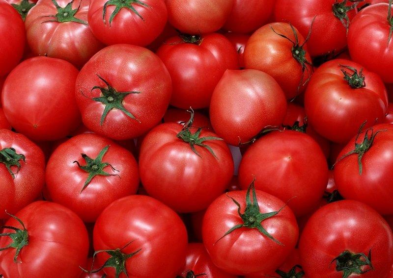 Розгладжуюча маска з помідорами